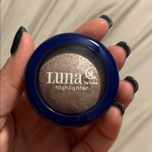 LUNA BY LUNA Baked Highlighter
